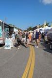 Les agriculteurs lancent sur le marché verticale à Sarasota du centre, la Floride Photos stock