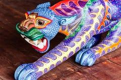 Les alebrijes traditionnels handcrafts des artisans indigènes d'Oax images stock