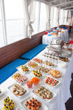 Les aliments de préparation rapide, les aliments sans valeur nutritive, la restauration et le concept malsain de consommation - f Photos stock