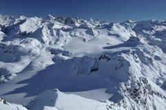 les alpes aménagent les Suisses renversants Images stock