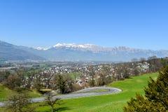 Les Alpes regardent Vaduz - de Liechtenstein Images libres de droits