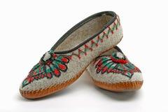 Les alpinistes polonais utilisent de tels chaussons traditionnels Image stock
