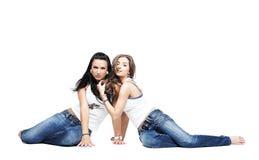 les amies bleues ont isolé les jeans deux s'usant Images libres de droits