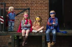 Les amis d'enfants de super héros bravent le concept adorable Photos libres de droits