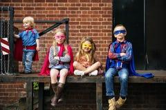 Les amis d'enfants de super héros bravent le concept adorable Images libres de droits