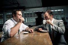 Les amis de café sirotent leur expresso Photos libres de droits