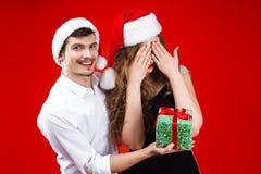 Les amis de nouvelle année et de Joyeux Noël font la fête image libre de droits