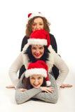 Les amis heureux avec le chapeau de Santa ont empilé vers le haut Photos libres de droits