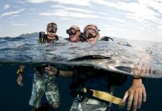 Les amis vont plongée à l'air Images stock