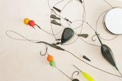 Les amorces, crochets, platines, ledcor se prépare à la pêche de carpe Copiez la pâte Photo libre de droits