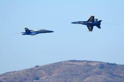 Les anges bleus volent à l'un l'autre Images stock