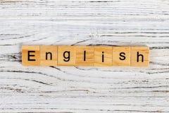 Les anglais expriment écrit dans le concept en bois de cube Images stock