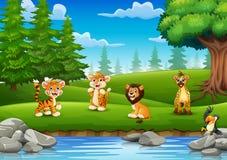 Les animaux apprécient la nature par la rivière Photo stock