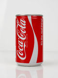 les années 1980 Coca Cola Can - vintage et rétro image stock