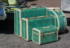 Les années 1950 réglées de rétro valise de bagage Images stock