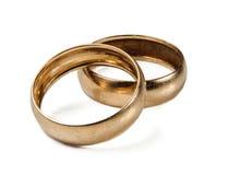 Les anneaux de mariage sur un fond blanc photos libres de droits