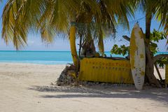 Les Antilles, les Caraïbe, Antigua, St Mary, Jolly Harbour, plage Images stock