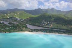 Les Antilles, les Caraïbe, Antigua, vue au-dessus de plage de Cocos Photographie stock libre de droits