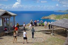 Les Antilles, les Caraïbe, l'Antigua, la vue de Shirley Heights et les touristes Photos stock