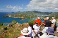 Les Antilles, les Caraïbe, l'Antigua, la vue du port anglais de Shirley Heights et les touristes Photos stock