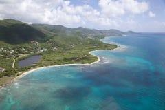 Les Antilles, les Caraïbe, l'Antigua, vue au-dessus de baie de Cades et le Morris Bay Image stock