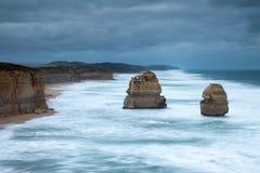 Les 12 apôtres et étapes de gibson sur la grande route d'océan dans le vict Images stock
