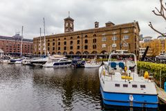 Docks de St Katharine, hameaux de tour, Londres. Photographie stock