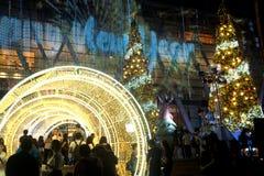 Les arbres de lumière et de Noël décorent beau Noël et la nouvelle année Images libres de droits
