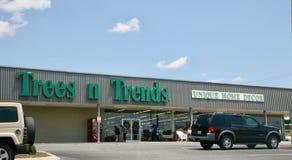 Les arbres et les tendances autoguident le magasin de décor, Jackson Tennessee Photographie stock libre de droits