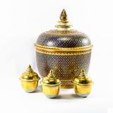 Les articles en céramique thaïlandais handcraft la cuvette d'isolement images libres de droits