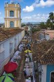 Les artisans lancent sur le marché au Trinidad, Cuba photo libre de droits