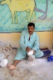 Les artistes égyptiens font de beaux objets avec simple signifie Images libres de droits