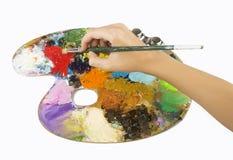 Les artistes remet tenir un pinceau et une palette photo stock