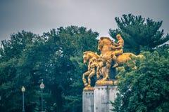 Les arts des statues de guerre au pont commémoratif d'Arlington - Washi images stock