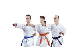 Les athlètes adultes d'amis forment le bras de poinçon Image stock
