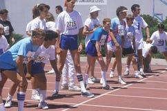 Les athlètes de Jeux Olympiques spéciaux au début rayent, UCLA, CA Photos stock
