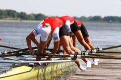 Les athlètes partent du radeau. Photographie stock libre de droits