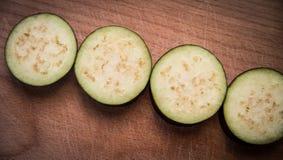 Les aubergines coupées en tranches Photo stock