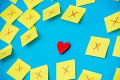Les autocollants de couleur avec échoue et un jouet de forme de coeur Photo stock