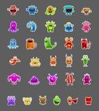 Les autocollants de monstre dans différentes poses d'isolement sur le gris peuvent être utilisation pour des jeux illustration de vecteur
