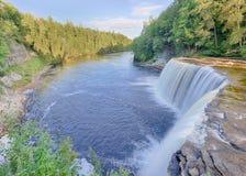 Les automnes supérieurs de Tahquamenon, Tahquamenon tombe le parc d'état, MI Images stock