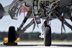 Les avions détaillent avec le train d'atterrissage Photo libre de droits