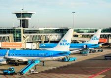 Les avions de KLM à l'aéroport de Schiphol, Amsterdam, Pays-Bas Photographie stock