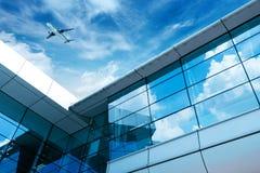 Les avions de l'aéroport de Shanghai Pudong Photographie stock libre de droits