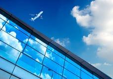 Les avions de l'aéroport de Shanghai Pudong Images stock