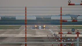 Les avions de turbopropulseur accélèrent avant le départ clips vidéos