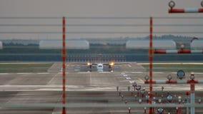 Les avions de turbopropulseur accélèrent avant le départ banque de vidéos