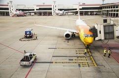 Les avions préparent pour décoller à l'aéroport international de Don Mueang Image libre de droits