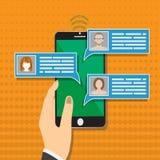 Les avis de message de causerie de téléphone portable dirigent l'illustration sur le fond de couleur, main avec le smartphone illustration libre de droits