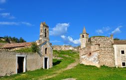 Les bâtiments abandonnés dans le château Images stock